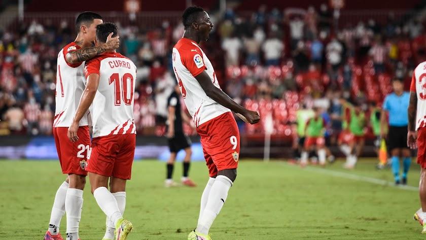 La estrella Sadiq vive en su mundo, el del gol.