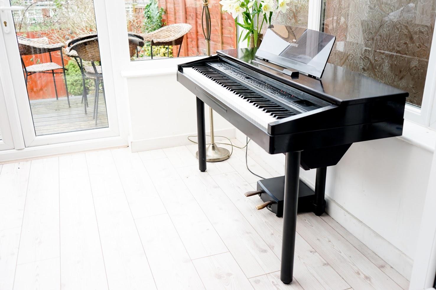 Yamaha Clavinova Digital Full Size Baby Grand Piano 88 Key