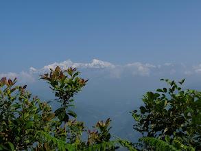 Photo: Sur la ligne d'horizon, les sommets omniprésents du Peak 29 (7871 m) et de l'Himal Chuli (7893 m)