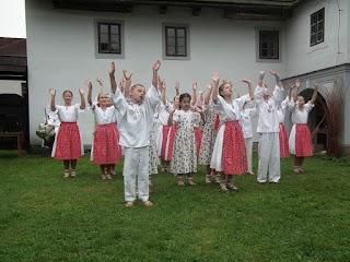 2011 Ratibořice - vystúpenie pri mlyne v Babiččinom údolí