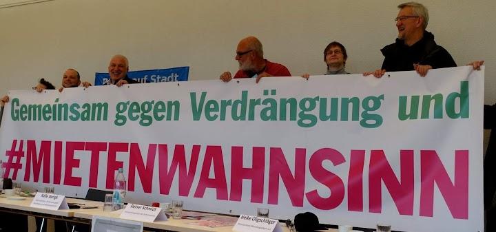 Verfechter*innen von Recht auf Stadt. Transparent: «Gemeinsam gegen Verdrängung und Mietenwahnsinn».