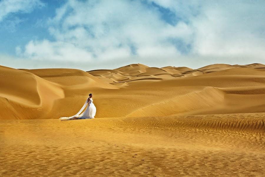 A birde in the desert by Crispin Lee - Wedding Bride