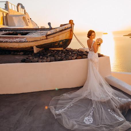Wedding photographer Sergey Drobotenko (santo777). Photo of 16.12.2017