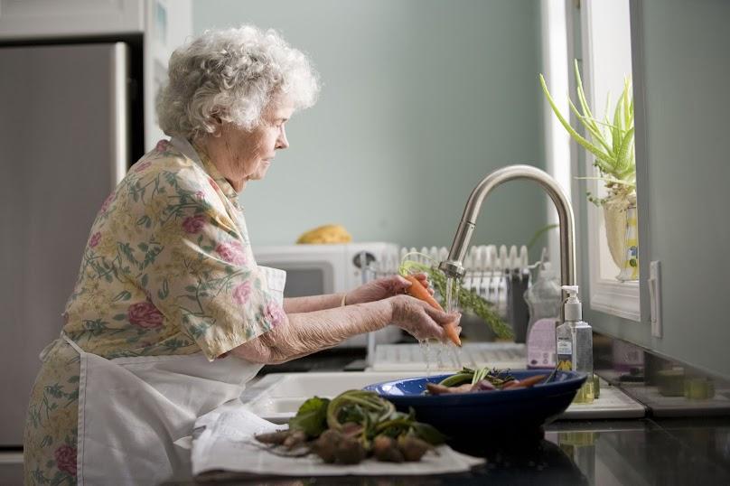 Planując kuchnię dla seniora należy dokładnie przemyśleć nawet najmniejsze szczegóły