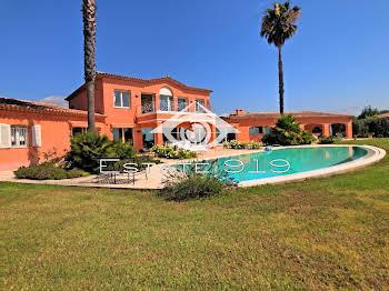 Villa 8 pièces 645 m2