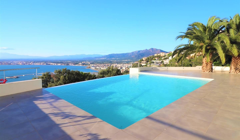 Maison avec piscine et terrasse Roses