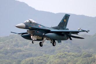 Photo: 07に着陸するF-2を500mmで撮影