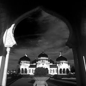 Mosque of Banda Aceh. by Noorhadi Saleh - Landscapes Travel