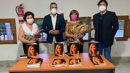 Fotografía de familia durante la presentación del libro.