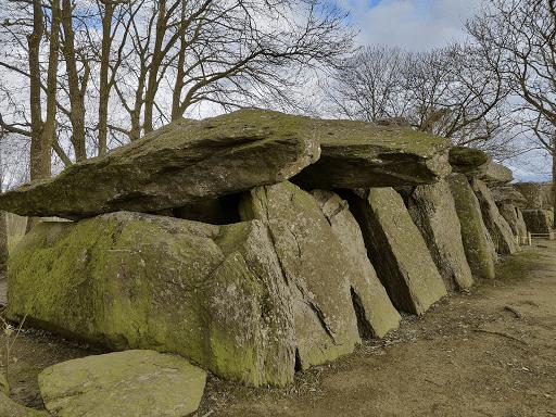 Dolmen Tressé vue arrière du Dolmen