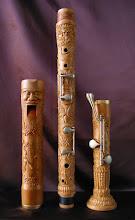 Photo: He añadido esta foto y las tres siguientes con objeto de que pueda verse la minuciosa talla de esta flauta con más detalle y todo alrededor. Lo hago en atención a varias personas que me han manifestado su predilección por esta talla en particular. || Talla en madera. Woodcarving.   Puedes conocer más de este artista en el blog: http://tallaenmadera-woodcarving-esculturas.blogspot.com/