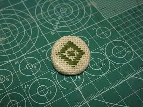 Photo: 5/3 ちくちく第二弾。「石だたみ」模様でくるみボタン作ってみた。