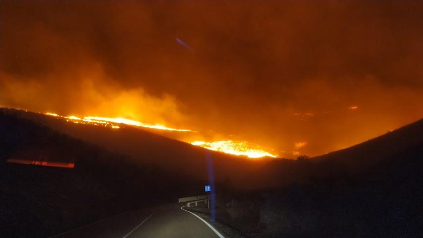 Imagen del Infoca del incendio de Olula.