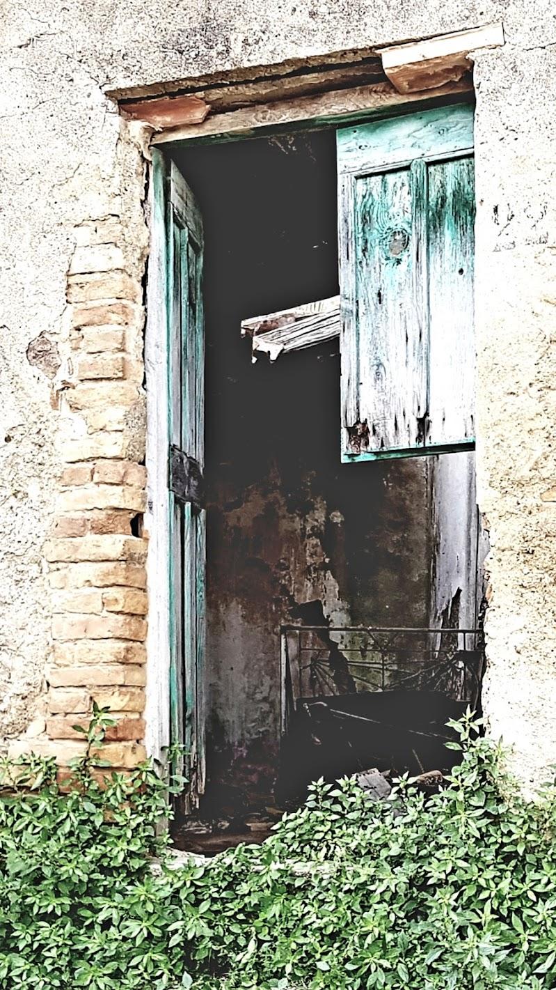 La porta nera di Domenico Berardi