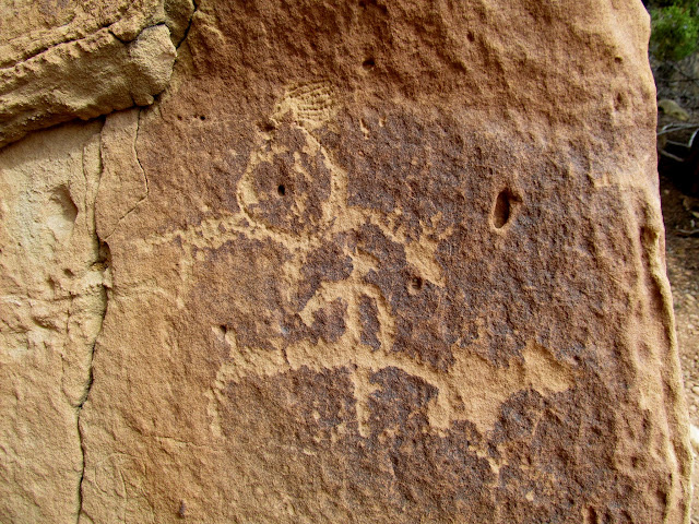 Ute petroglyphs with interesting headdress