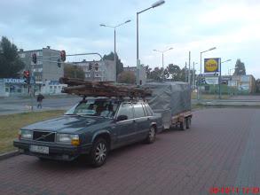 Photo: Nasze niezniszczalne VOLVO 740 GL dało radę za każdym razem!, zawsze, jak jechaliśmy załadowani po brzegi przez pół Polski, ludzie robili sobie zdjęcia na stacjach benzynowych i parkingach