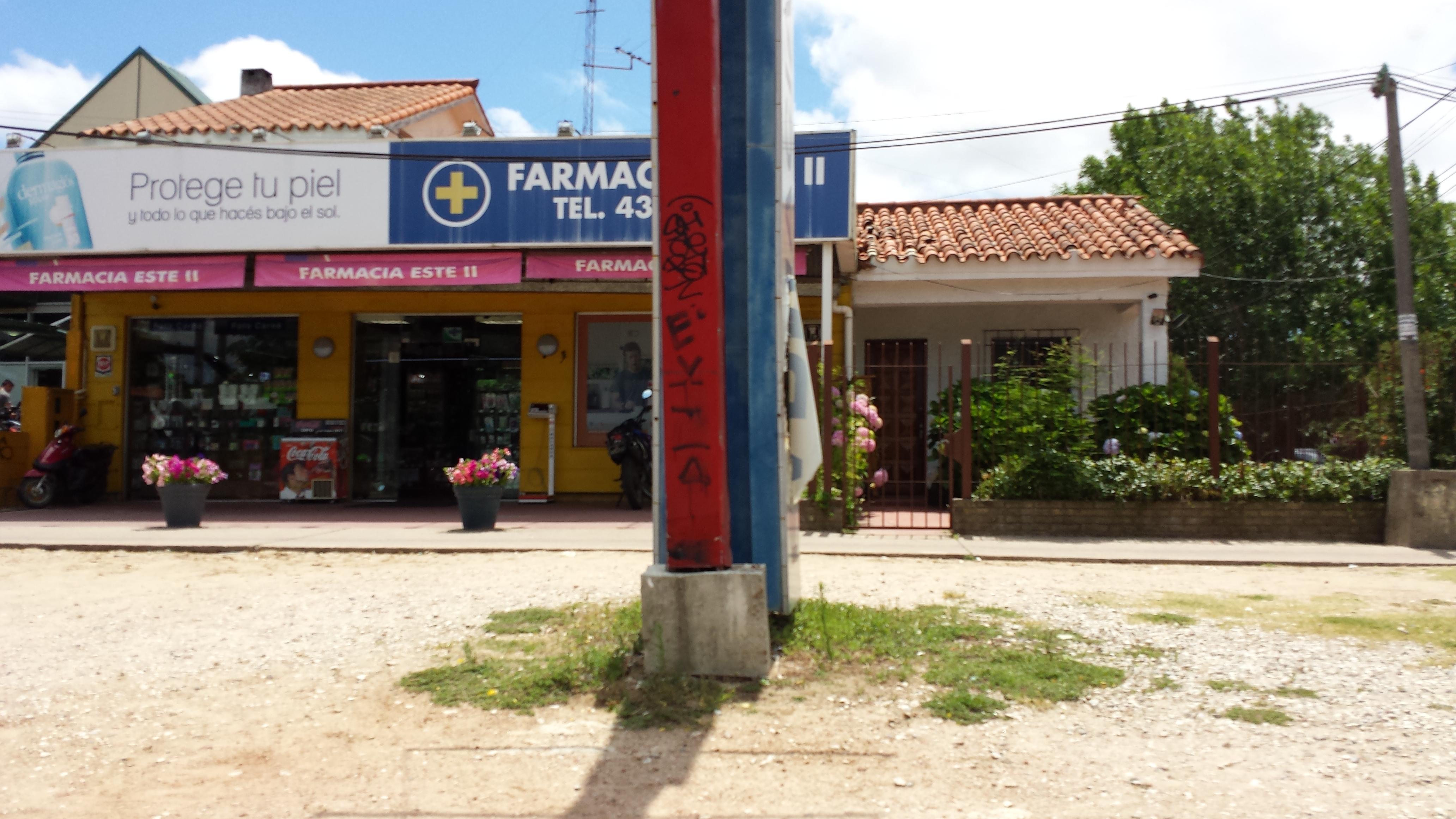 Uruguayan pharmacy standalone store