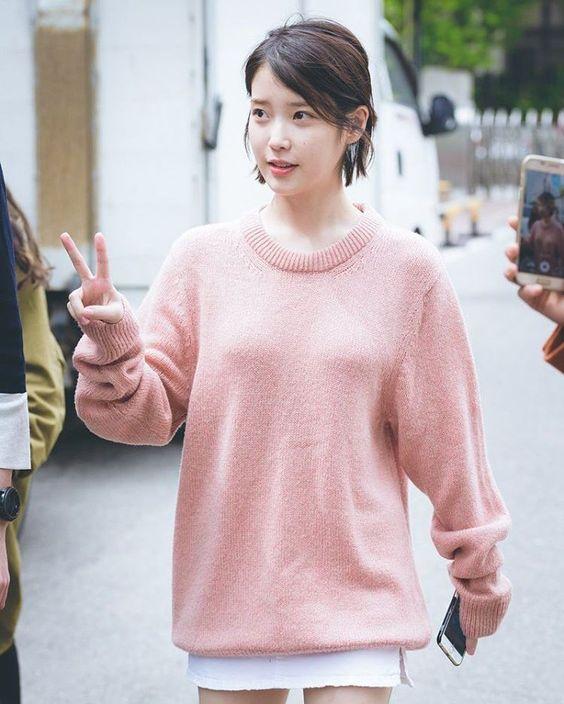 IU sweater 34