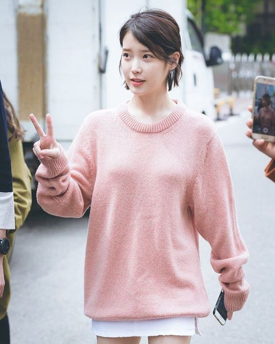 IU sweater 34