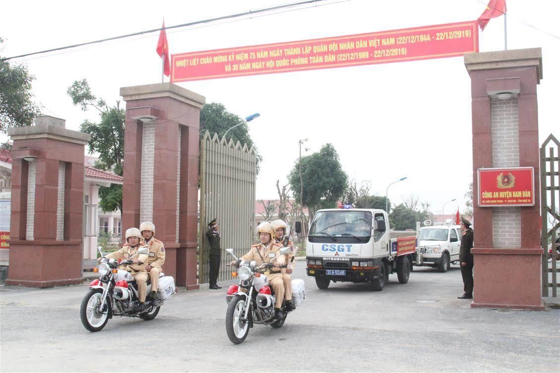 Sau Lễ ra quân, các lực lượng tham gia diễu hành trên các trục đường chính