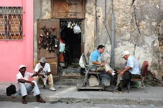 Photo: street scene, havana. Tracey Eaton photo