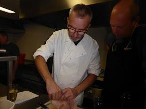 Photo: de chef geeft het goeie voorbeeld....
