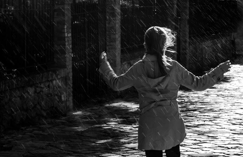 danzando sotto la pioggia  di faranfaluca