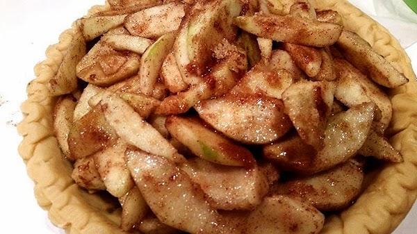 Evenly arrange apples in pie crust.