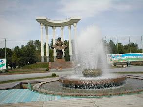 Photo: Ferghana, Al-Farghoni monument (old Lenin's place)