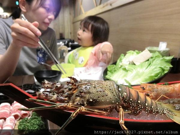 十勝川鍋物大里二店,推薦「神隊友組合餐」不用一千元就能吃到雙份肉品、台灣生態蝦、天使紅蝦,還有野生大龍蝦,CP值完全大破表