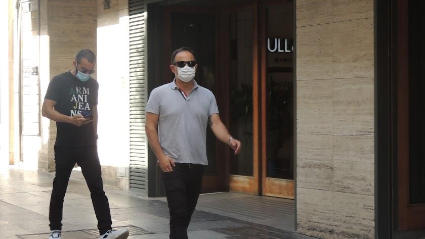 Joao Gonçalves y Mohamed El Assy en el Paseo de Almería.