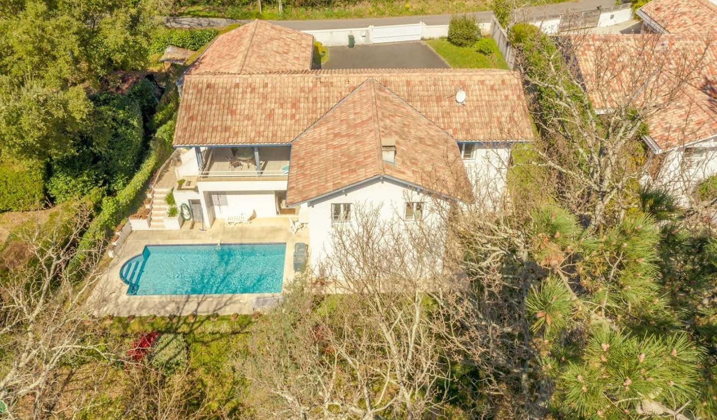 House with pool and terrace Anglet