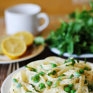 Healthy Fettuccine Alfredo With Cauliflower Sauce And Sweet Peas.