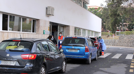 Almería lucha con cientos de PCR a diario contra la tercera ola