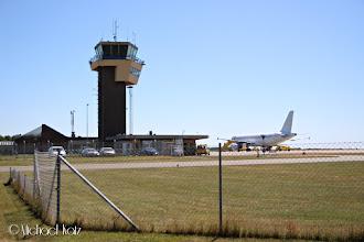 Photo: Det er litt liv på Bornholm Lufthavn, med en aldri så liten Airbus A321 til stede.