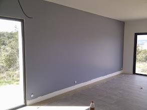 Photo: blauwe woonkamermuur