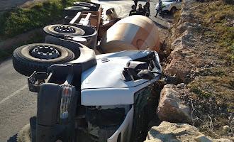 Accidente de un camión hormigonera en El Ejido