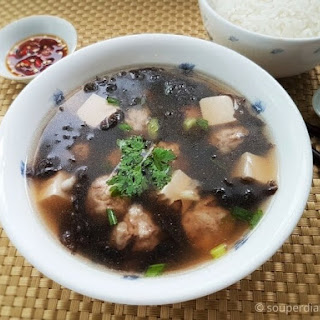Chinese Seaweed Soup with Pork Balls and Tofu