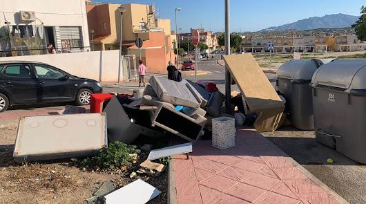 El Ayuntamiento condena el abandono de enseres y el vertido de residuos
