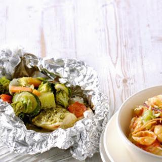 BBQ vis-groentepakketjes met pastasalade