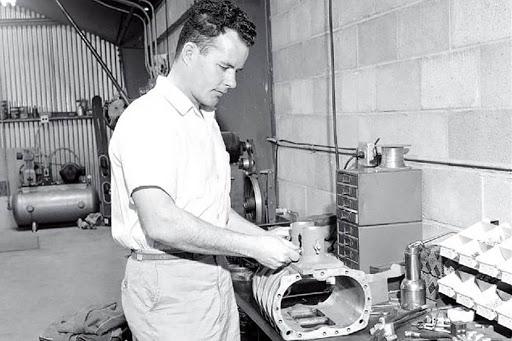 Stuart Hilborn fondateur des injections mécanique Hilborn.