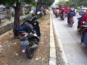 Photo: Mi scooter testigo de la venta de corderos para la ¨Celebración del Sacrificio¨.