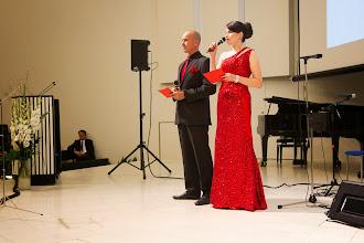 Photo: Iltajuhlan juontajapari Jere Lepola ja Vilja Pylsy. Vilja Pylsy toimii myös F. E. Sillanpää 125 -juhlavuoden projektipäällikkönä.