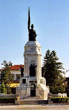 Photo: Veliko Tarnovo, monument voor slachtoffers in de 1e wereldoorlog   Monument for victims of World War I.  www.loki-travels.eu