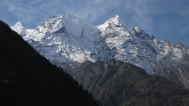 Photo: Smow capped peaks on all sides as we climb to Chhokung