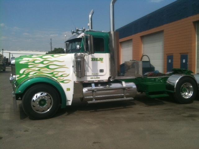 Freightliner Classic XL 132BBC Truck-Rodz Hood