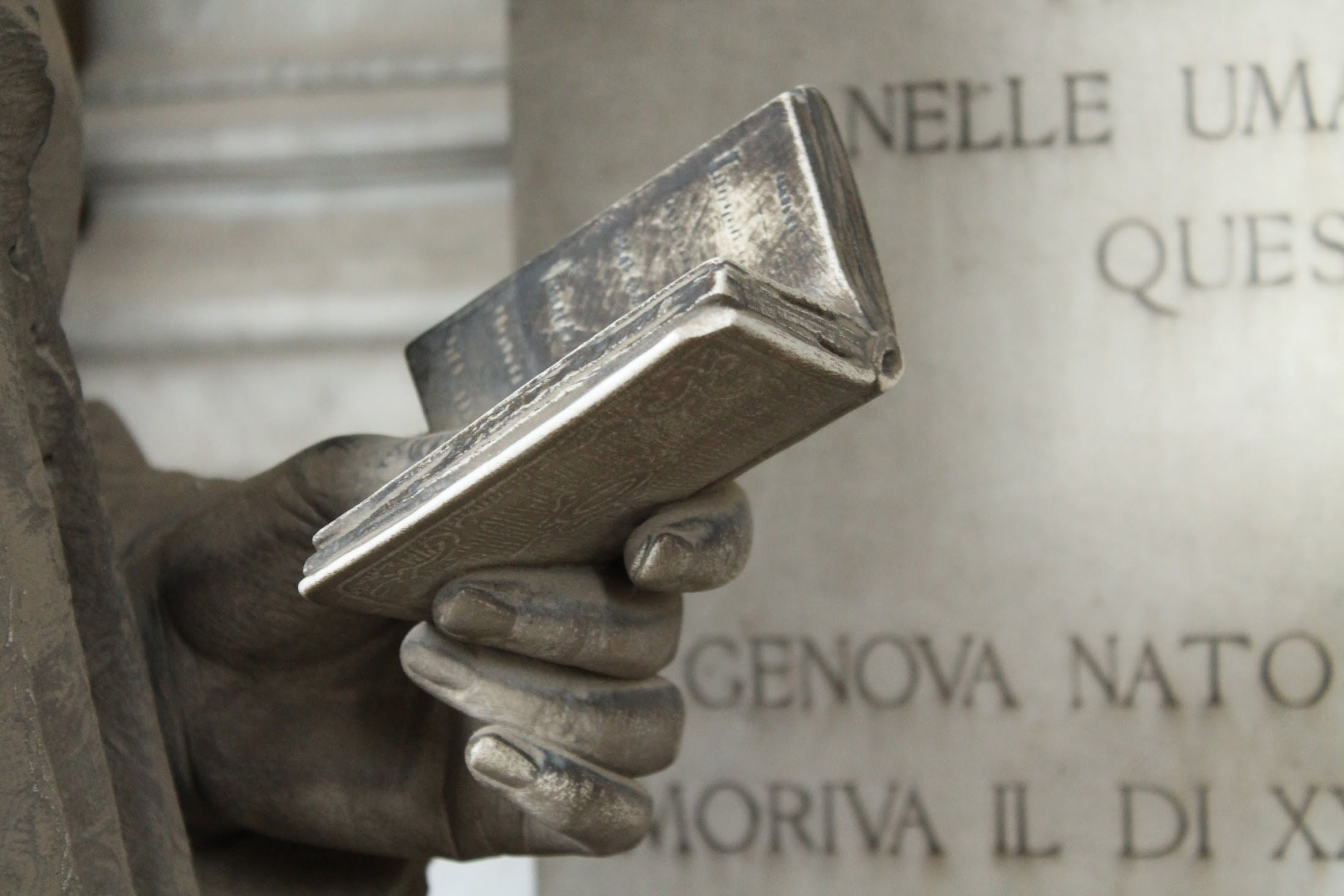 Cimitero monumentale di Staglieno Genova(Le petit requin)