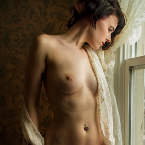 Jenna looks... by James Wayne - Nudes & Boudoir Artistic Nude ( natural light, boudoir photography, nude, boudoir, jenna audet, artistic nude )