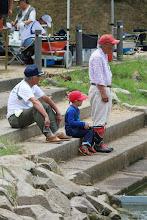 Photo: 舵を託されたお孫さん。