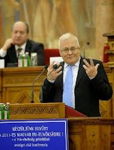 Photo: Balázs Péter külügyminiszter beszél, amikor a Külügyminisztérium és a Szociális és Munkaügyi Minisztérium szervezésében országos civil konferenciát tartanak - Készüljünk együtt a 2011-es magyar EUÁ-elnökségre! A trió elnökség prioritásai - címmel az Országház Felsõházi Üléstermében.